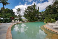 Families and couples can enjoy the swimming pool and heated spa tub - 181 Esplanade Cairns
