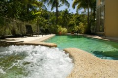 Swimming Pool and Spa at Port Douglas Holiday Apartments Resort