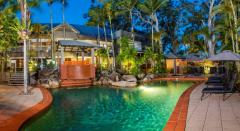 Swimming Pool & BBQ facilities - Paradise On the Beach Palm Cove