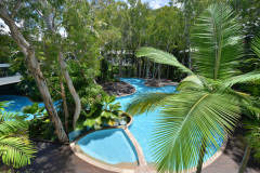 Large Swimming Pool & Spas | Beachfront Apartments - Drift Palm Cove