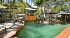 Swimming Pool & Spa - Paradise On the Beach Palm Cove
