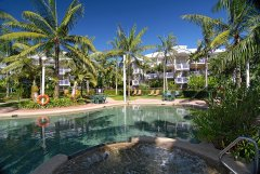 Swimming Pool & Spa at Cairns Beach Resort