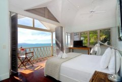 The Premier Master King Bedroom with Stunning Ocean Views - Luxury Port Douglas Holiday Home