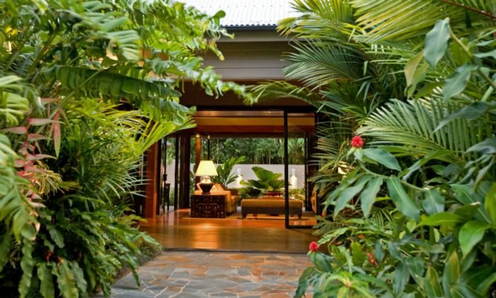 Port douglas holiday home beachfront luxury holiday for Holiday home garden design