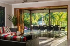 Tropical Living - Palm Cove Holiday House