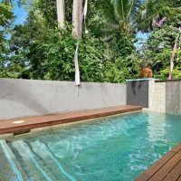 Tropical Swimming Pool & Spa