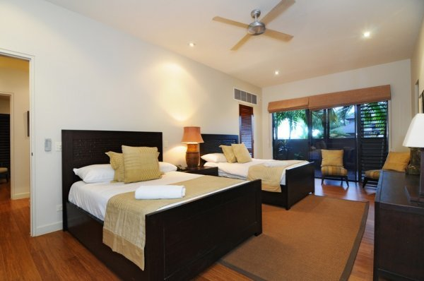 Twin Bedroom Holiday Home  Port Douglas Holiday House