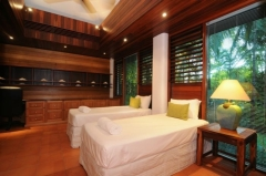 Twin Bedroom - Luxury Port Douglas Holiday Home