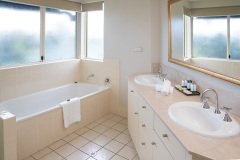 Two Bedroom Deluxe Apartment 1 of 2 Bathrooms - The Lakes Resort Cairns