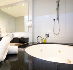 Two Bedroom Spa Ensuite  - Saltwater Apartments Port Douglas