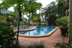 Two Swimming Pools - Tropical Queenslander Apartment Motel Cairns