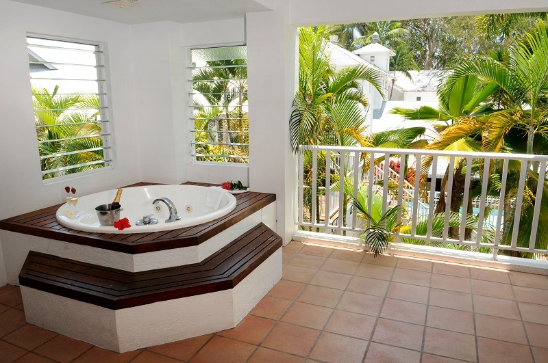 Reef House Verandah Spa Room