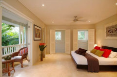 Spacious Master Bedroom in your private Port Douglas Holiday Apartment
