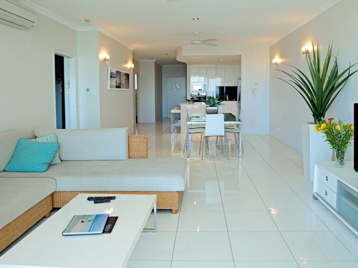 1 & 2 Bedroom Living Area - Vue Holiday Apartments Trinity Beach