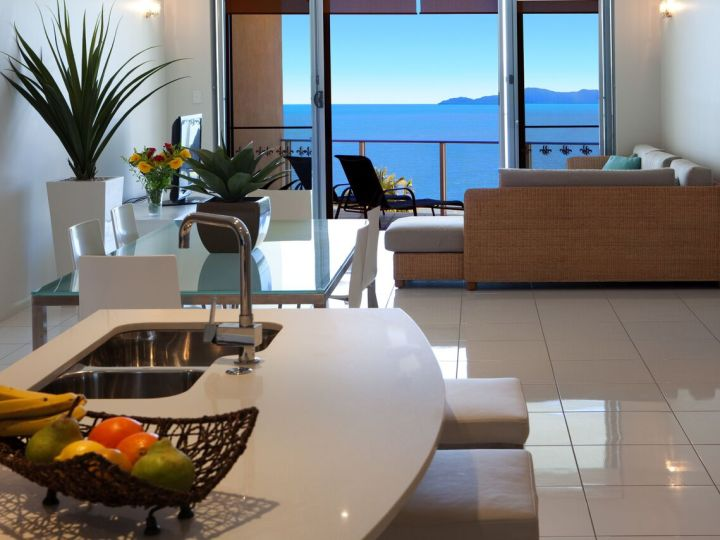 Modern 1 & 2 Bedroom Living Area with stunning Oceanviews overlooking Trinity Beach - Vue Apartments Trinity Beach