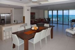 3 Bedroom Living Area with Ocean Views - Vue Holiday Apartments Trinity Beach