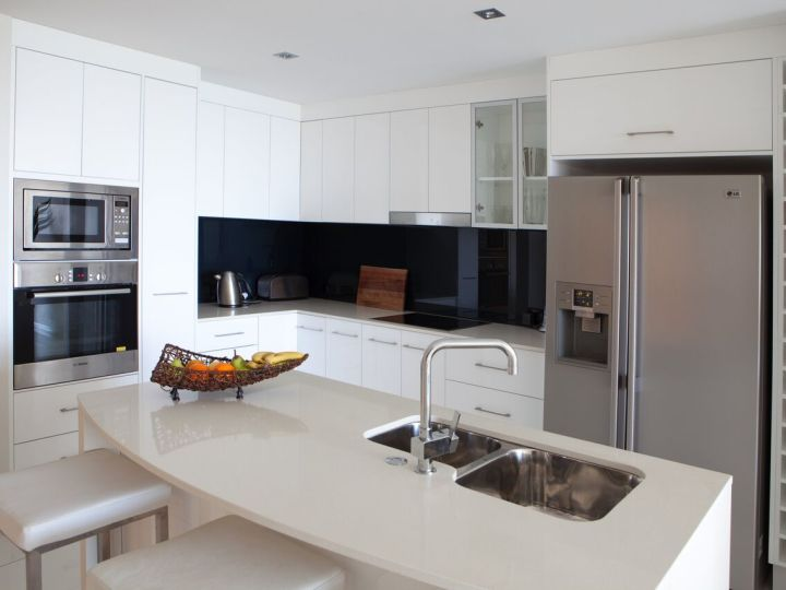Fully Self Contained Kitchen Facilities - Vue Holiday Apartments Trinity Beach