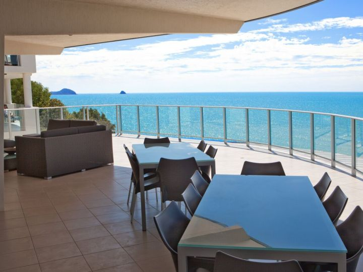 Penthouse Balcony with amazing Oceanviews - Vue Holiday Apartments Trinity Beach