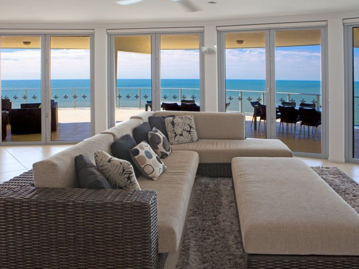 Penthouse Lounge Area - Vue Apartments Trinity Beach