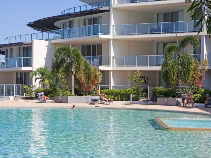 Swimming Pool & Spa - Vue Apartments Trinity Beach