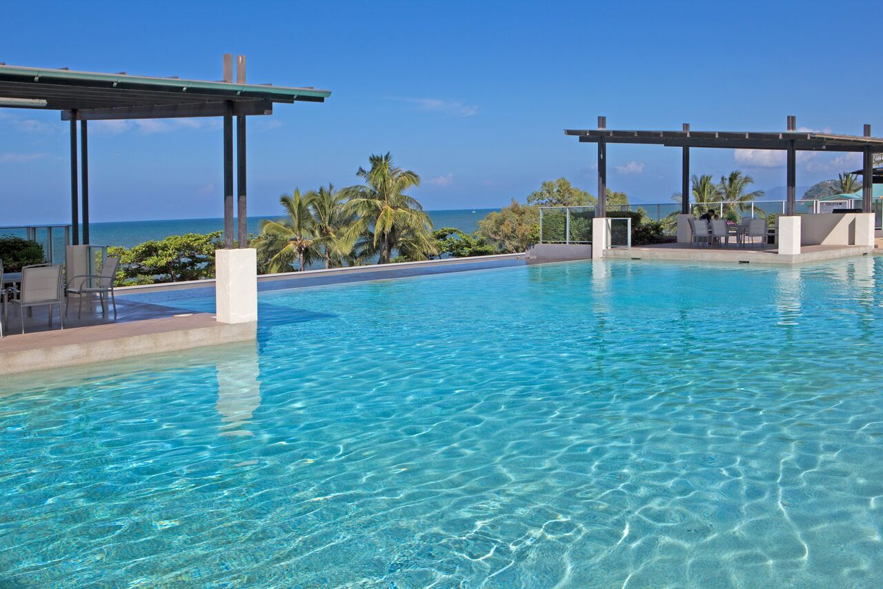 Cairns beach resorts accommodation vue apartments - Camella northpoint swimming pool rate ...