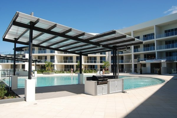 Vue Apartments Swimming Pool & Poolside BBQ facilities Overlooking Trinity Beach