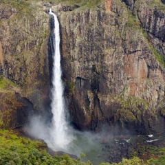 Wallaman Falls - Cairns Helicopter Scenic Tour