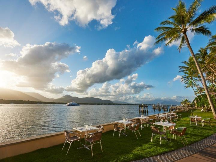 Waterfront Dining at Mondo Bar & Grill | Hilton Hotel Cairns