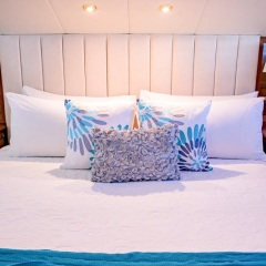 Yacht Charter Great Barrier Reef - Superyacht Charter - Double Cabin